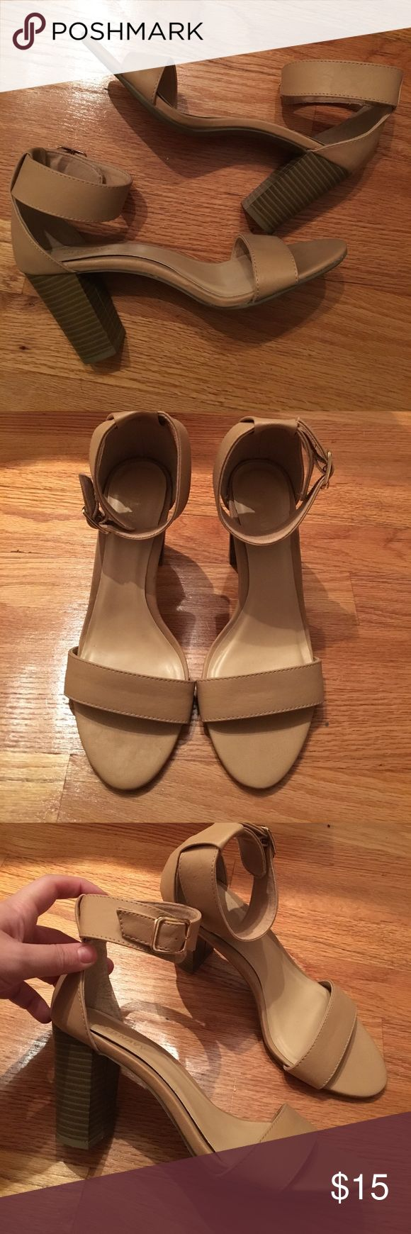 Old navy strappy heels Old navy strappy heels women's size 8. Cream/Nude color, brown heel. Wore once! Buckle is gold. Old Navy Shoes Sandals