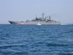 Ρωσικό αποβατικό κατέπλευσε στον Πειραιά