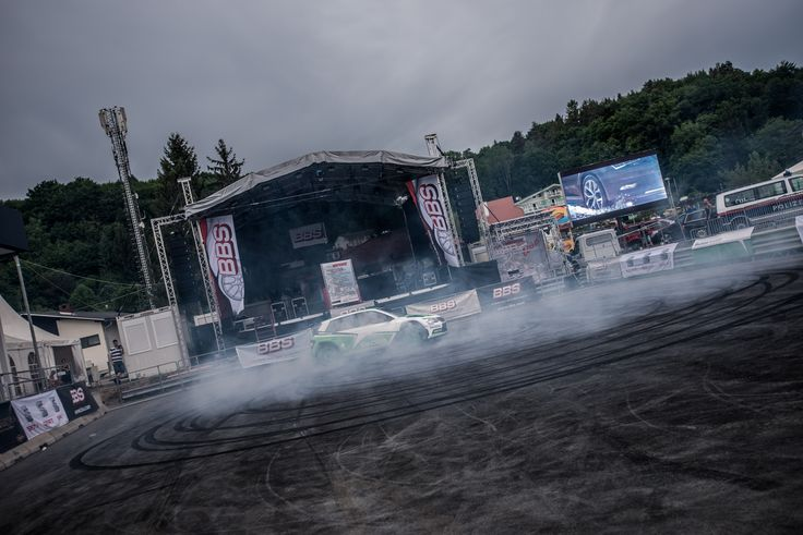 Spin like a champ. R5 in fully power argument. #drift #donuts #r5 #skoda motorsport #kopecky