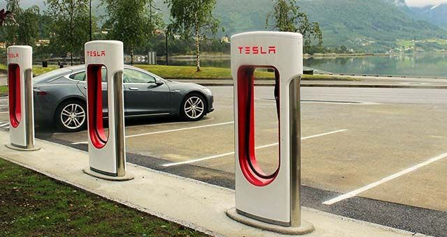 Tesla Motors Wants Faster Charging Times For Its Electric Cars Tesla Motors is working on a new version of its Supercharger station network, which will have a capacity of over 350 kW and will include a cable that will connect to the car without the driver's intervention. Nowadays, Tesla is operating a wide network of charging stations in USA and Western...