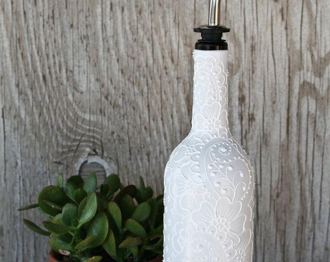 Pintado a mano de diseño minimalista de botella de vino, diseño moderno monocromático blanco, dispensador de aceite de oliva,