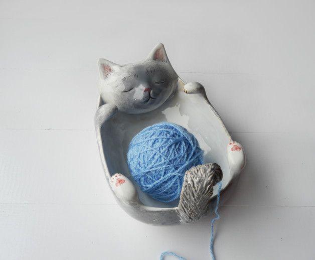 Garnschale aus Keramik mit Katze für Wolle von Strickern und Häklern / yarn bowl for storage of your wool, crocheting and knitting, pottery made by bordo_ceramika via  DaWanda.com