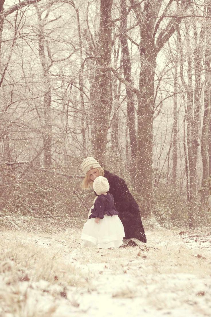 winter. nature and outdoor photo. mother and daughter. www.beiaandluna.com