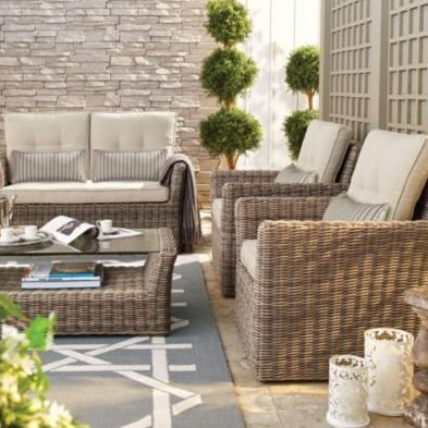 Love your patio: A subtle rug pattern brings a bit of pop to a classic look.