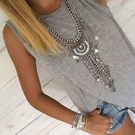 Resultado de imagen para maxi necklace outfit