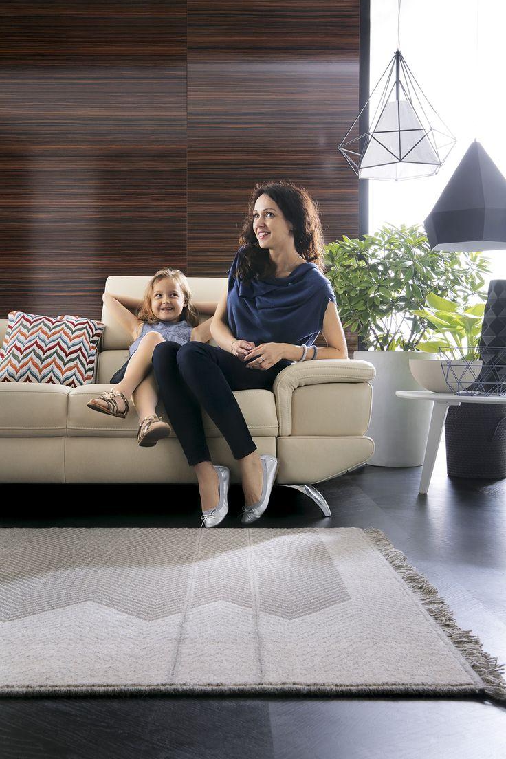 Coletto - narożnik prawdziwie rodzinny, i do wypoczynku, i do zabawy. Z funkcją spania i ruchomymi zagłówkami, w tapicerce ze skóry naturalnej lub wysokiej jakości tkaninie.