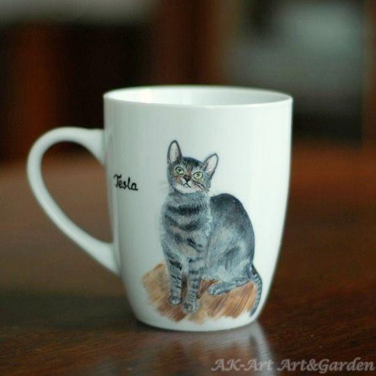 Ręcznie malowany kubek z kotkiem. Hand painted mug with a cat. Handbemalt Becher mit Katze