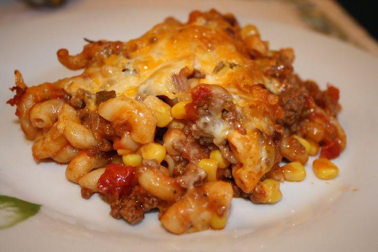 2 tasses de macaroni non-cuit  1 lb de boeuf haché  1 pot de salsa  1 boîte de crème de tomates  1 boîte de maïs en grain  1 oignon haché  ...
