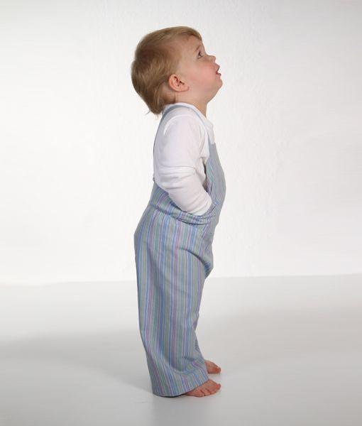 Das Schnittmuster für diese süße Kinderhose findest du im Link.