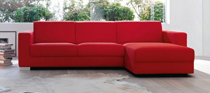 Disponibile sia nella versione fissa sia componibile, il divano Secret di Doimo Salotti con rivestimento sfoderabile misura L 266 x P 100/164 x H 100 cm