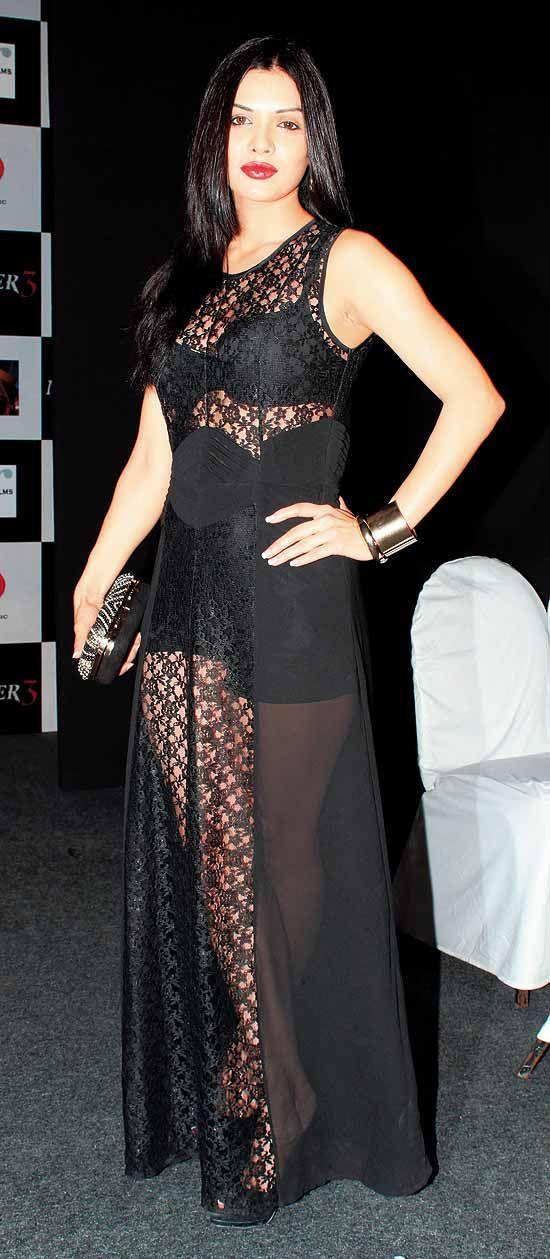 Sara Loren aka Mona Lizza Pakistani starlet who starred in Murder 3. #Bollywood #Fashion