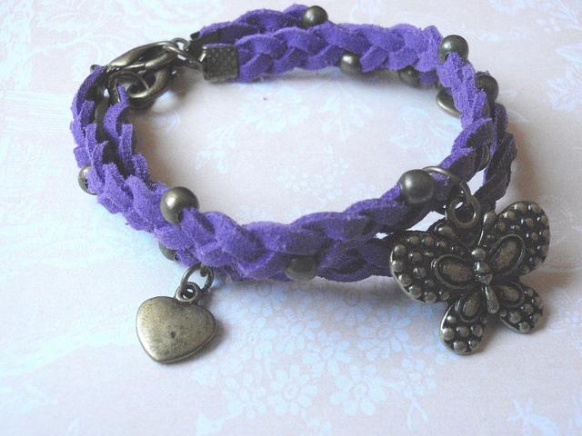 Purple braided suede bracelet-   Pulseira entrançada em camurça roxa by ACBeads, via Flickr