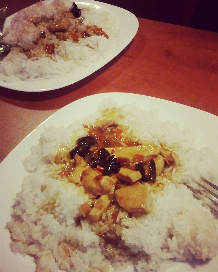 Rok znajomosci, 5 miesiecy do rocznicy zwiazku radzieckiego I PIERWSZY SAMODZIELNY OBIAD XD #kucharze #klaudiavsdawcio #chinskie #chinese #rice #chinesecuisine #food #ryz #nibychinskiealepolskie #couple #instacouple #instafood http://w3food.com/ipost/1518342312021833778/?code=BUSPEnLgbgy