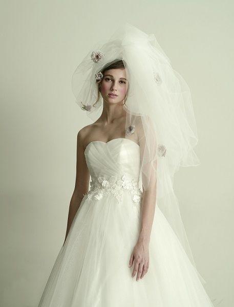 グランマニエ(GRANMANIE) 銀座 【ブリジッタ】シルバーラメがまるでダイヤモンドのように美しく輝くロマンティックなドレス
