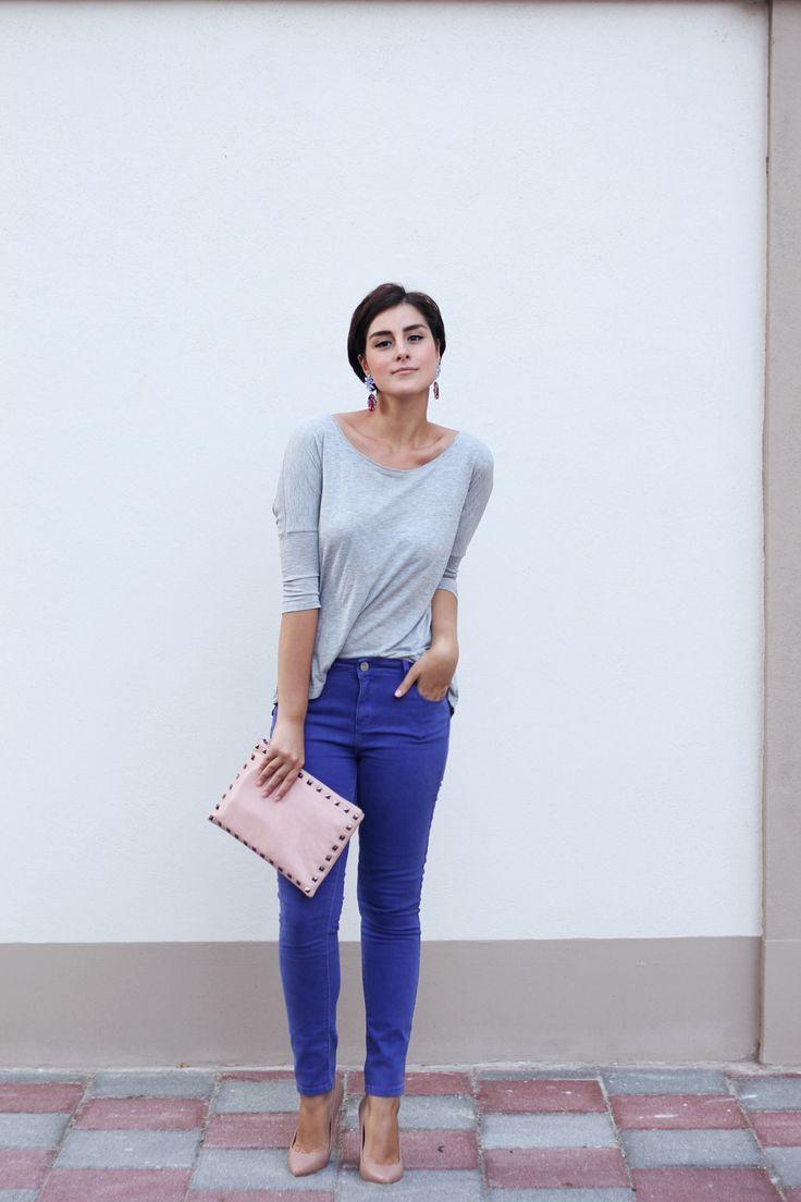 true blue jeans + nude shoes/bag+ gray tee  via www.2dayslook.com #indigogrey