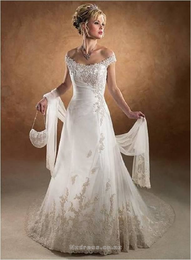 Product Description    Item:TWD2012-001    Shipping Weight:3kg    This  kind of wedding dresses feature its strapless design. There is appliques decorated around the body of the dress.The real goods will  be 95% matched with the photo.  Product Code: TWD2012-001 Availability: In Stock  NZ$292 Fabric: taffeta