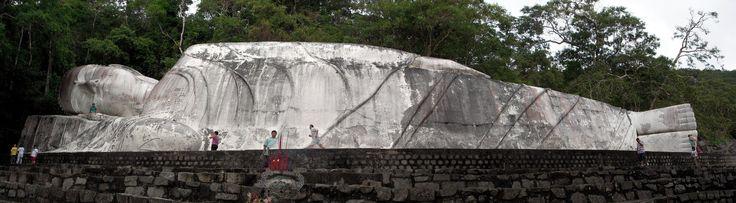 Tượng Phật Niết Bàn