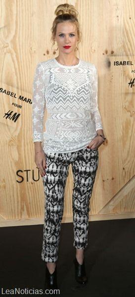 Tendencias atrevidas: Encaje blanco sobre ropa interior negra - http://www.leanoticias.com/2014/01/10/tendencias-atrevidas-encaje-blanco-sobre-ropa-interior-negra/
