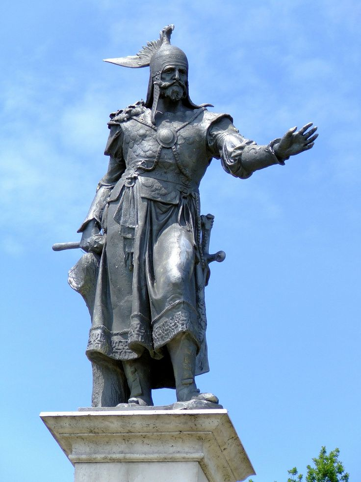 This is an awesome statue. Look at the details on his armor! Arpad, Chieftain of the Magyars 896 AD