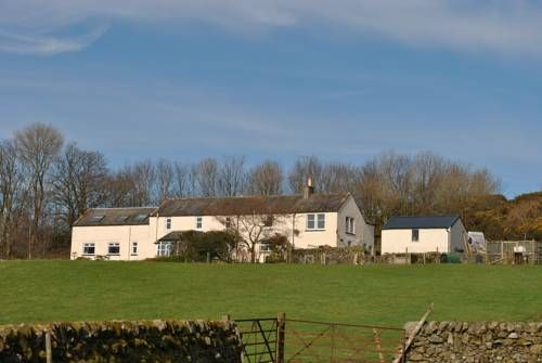 Airds Farmhouse Bed and Breakfast Castle Douglas Set in Castle Douglas in the Dumfries and Galloway Region, 26 km from Dumfries, Airds Farmhouse Bed and Breakfast features a terrace and views of the mountain. Guests can enjoy the on-site restaurant.