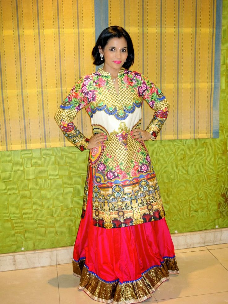Kiran Sawhney: Unveiling outfit by Manish Arora