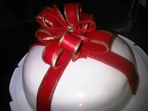 Cake with red fondant bow