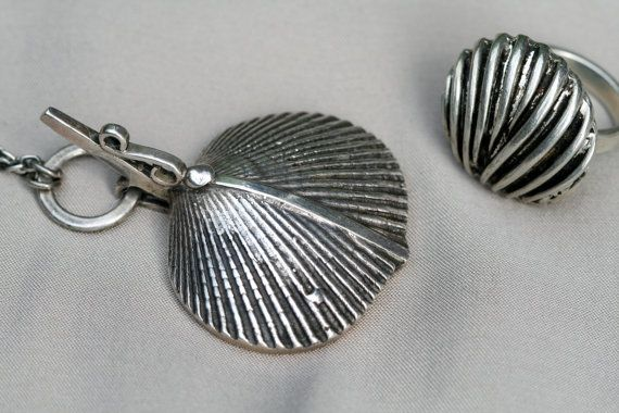 Bertel Gardberg for Turun Hopea (FI), vintage sterling silver pendant and ring, 1977. #finland | finlandjewelry.com