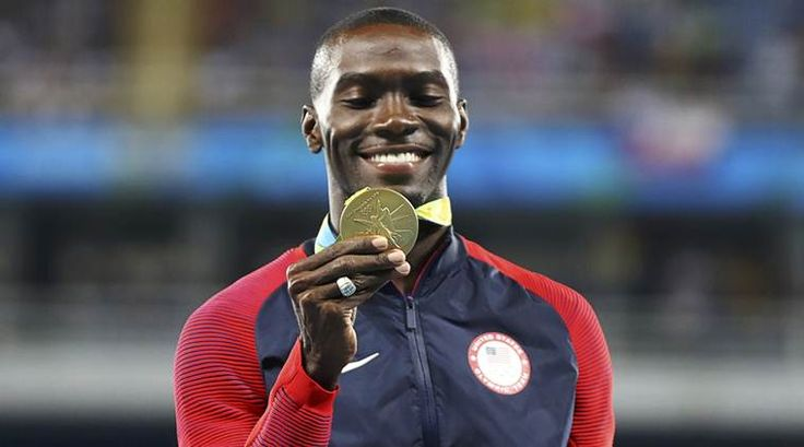 Kerron Clement gets gold in the 400m Hurdles