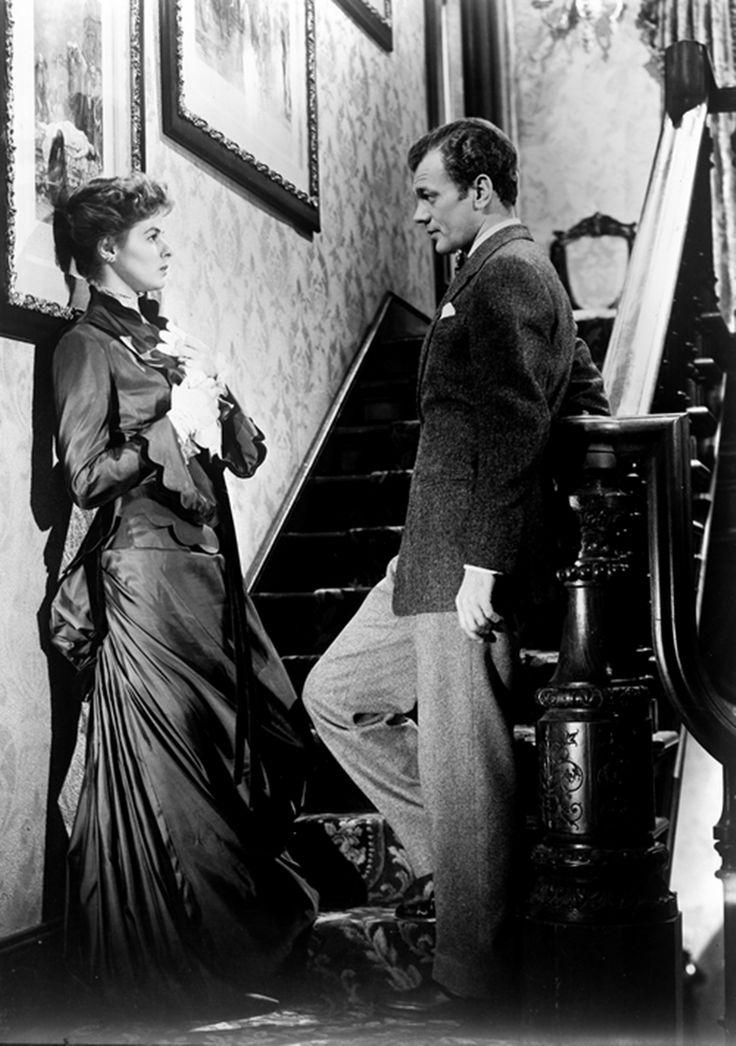 Ingrid Bergman and Joseph Cotten in Gaslight (1944)