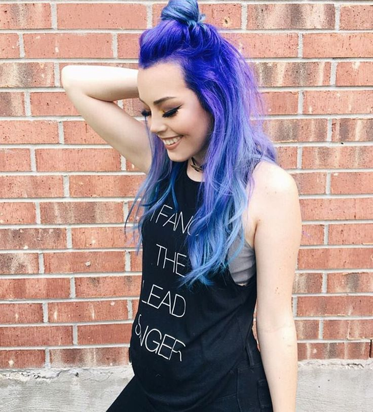 Beautiful!!! Hailie is rocking out in blue hair and a half up top knot bun. YAASS Girl. She is edgy, chic and full of swag in this look that slays!
