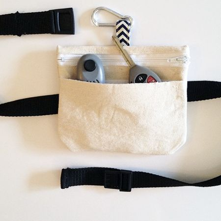 Pet training pouch that can convert to clipped or belted.