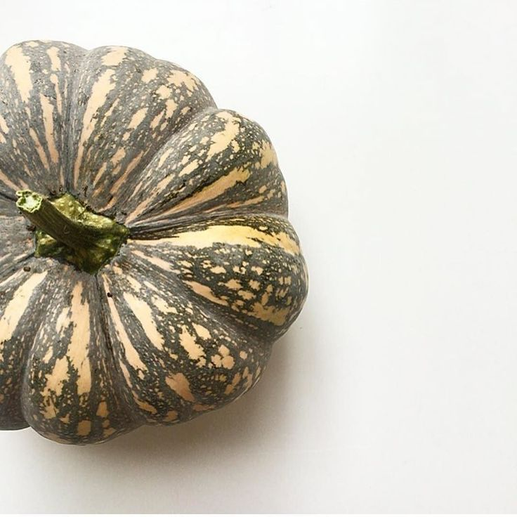 Hello winter!! The one veggie that I love using during winter is the delicious pumpkin in all its forms and glory. Get your pumpkins on Sunday and show us your creations #freshmarketbasket I am thinking honey roasted pumpkin pasta is on the menu for Sunday evening. See you all from 9am at #lakepertobe #freshmarketwarrnambool #warrnambool #pumpkin #organic #sprayfreeveggies #greatoceanroad.  by the fabulous @sarahshanahan_lifestyle by freshmarketwarrnambool