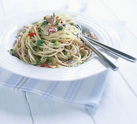Spaghetti with tuna, capers & chilli - I'm always looking for 15 minute main courses!