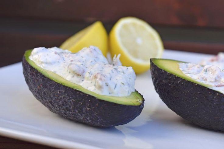 Perfekter Snack: Avocado mit Krabbendip