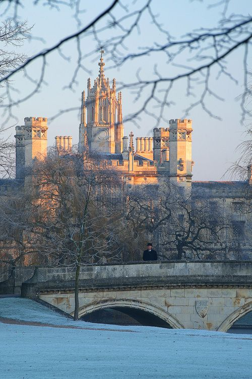 Sunrise over St John's and Trinity Bridge, Cambridge University, Cambridge, UK