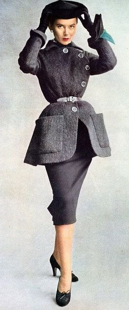 ~Fall fashion in the 1950s. Still Chic!!~