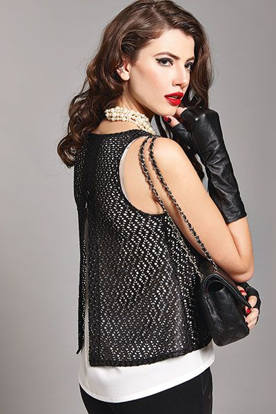 Leather details are never out of fashion!!!