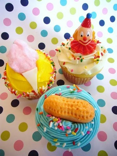 Carnival Cupcakes for Justin's Party! Part 2. Cotton candy and peanut decoration. Lisa Chiras