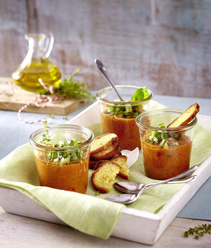 Gazpacho mit Knoblauch-Chips