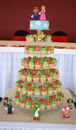 Cupcakes e bolo com tema de Mario Bros                              …