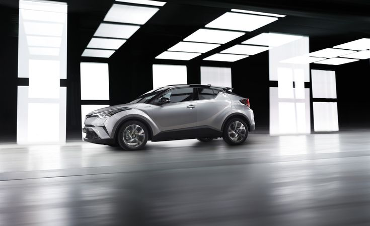 Toyota C-HR driving side