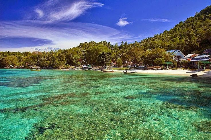 Rubiah island is located in Sabang, Aceh or rather in the northwest of the island of Weh. Rubiah island has an area of 2600 hectares is a bastion of Dutch and Japanese forces during World War II. Flow in this Rubiah relatively quiet waters and very clear (25 meters visibility). Marine Park Rubiah is a habitat for many species of tropical fish, coral reefs, giant clams and other marine life. In the first and second month of each year, you can also find the shark. For those of you who can not…