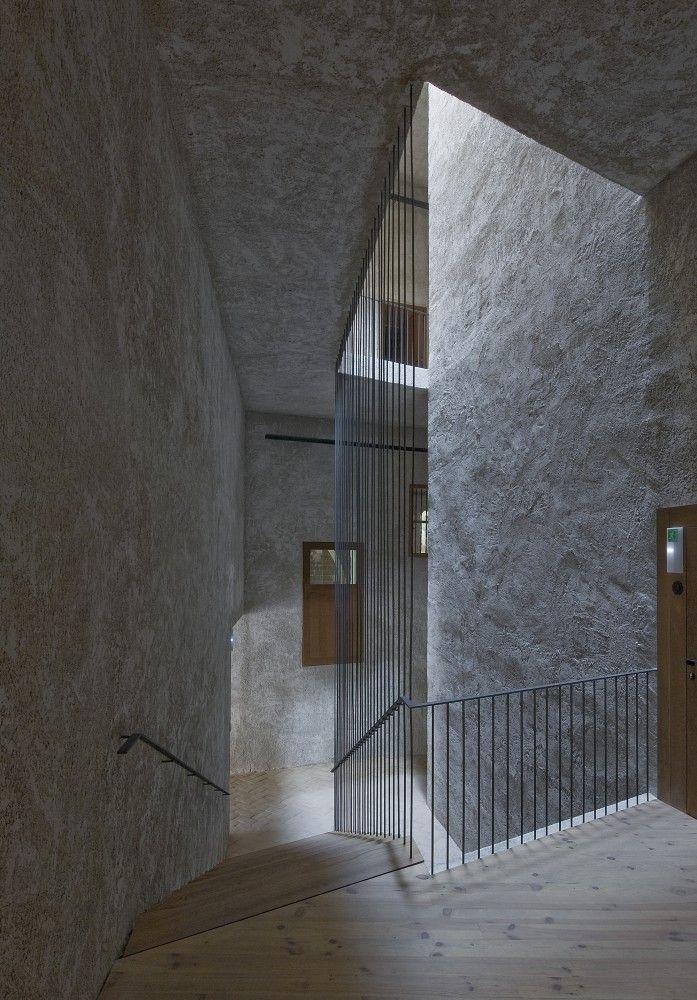 the constable's house renovation | casa del condestable reforma - iruéa | pamplona - tabuenca + leache - 2008 - int stair - photo luis prieto