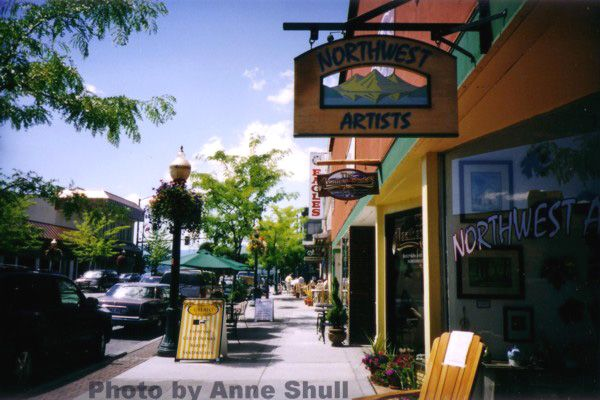 Downtown Coeur d'Alene has many cafes and places to have meals outside in the summertime. Excellent shopping district.