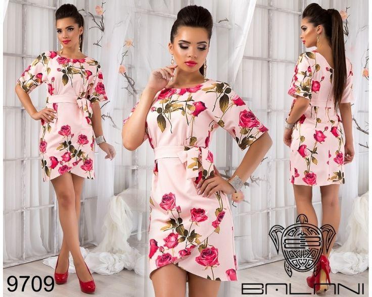 Яркое деловое платье нежно-розовый/принт розовые розы