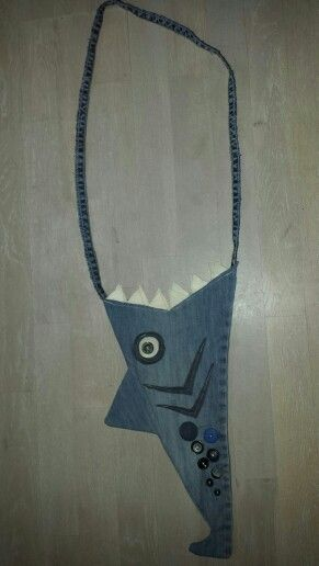 I just made this sharkpurse.