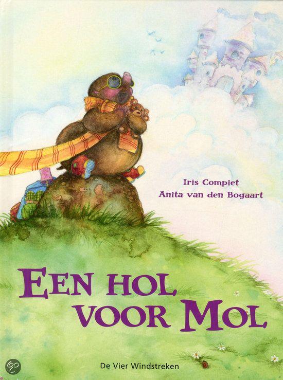 Tijdens het thema 'Onder de grond' heb ik gewerkt rondom het boek: 'Een hol voor mol' van Anita van den Boogert. Een ontzettend leuk boek vo...