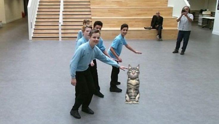 В одной из столичных школ появилась виртуальная кошка http://rbnews.uk/science-technology/technology/news/article43960.html  В Кембриджской школе появилась виртуальная кошка по кличке Синдер. Она существует в дополненной реальности и ведет себя как персонаж мобильной игры Pokemon Go — неожиданно выскакивает на большом экране установленном в школе и на экранах ноутбуков учеников. Кошка «питается» энергией, полученной от солнечных батарей. Учителя надеются, что этот проект поможет ученикам…