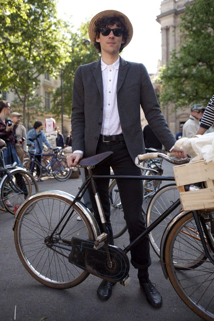 street style by wwd.Cycle Chic, Beret Baguette, Bicycles Bicicletas, Street Style, Men Suits, Amish Hipster, Cycling Chic, Bike Style, Bikes Style