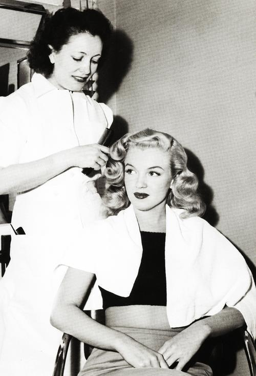 Marilyn...i love this picture of her young. She was sooo beautiful.
